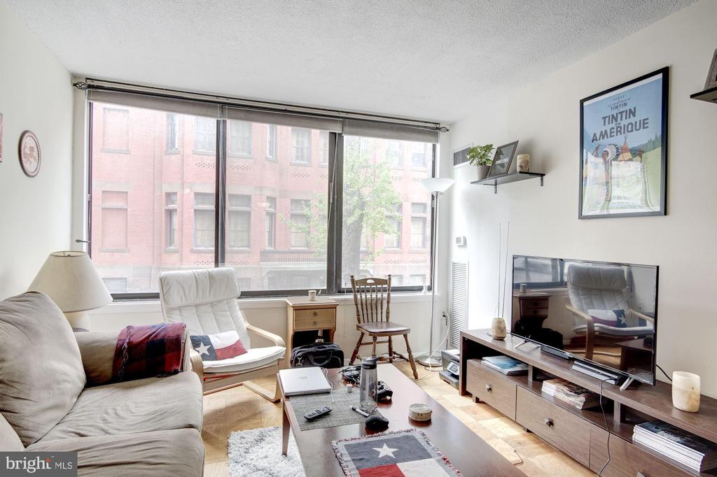 Living Room with Wall of Windows - 1301 20TH ST NW #211, WASHINGTON