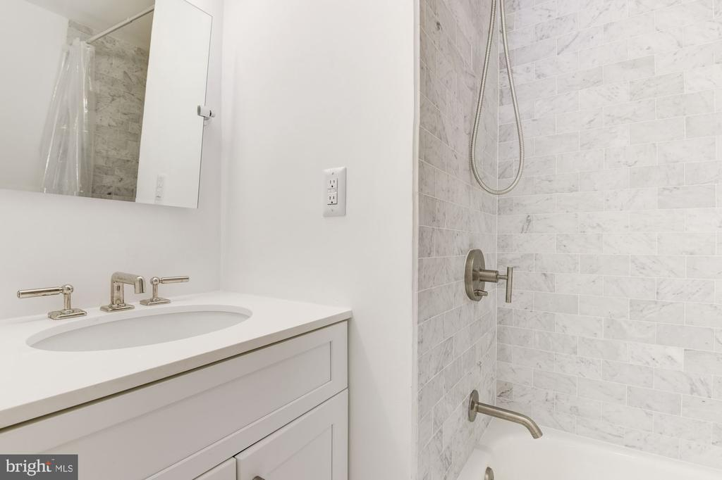 2nd B/R ensuite Full Bath - 1124 25TH ST NW #T2, WASHINGTON