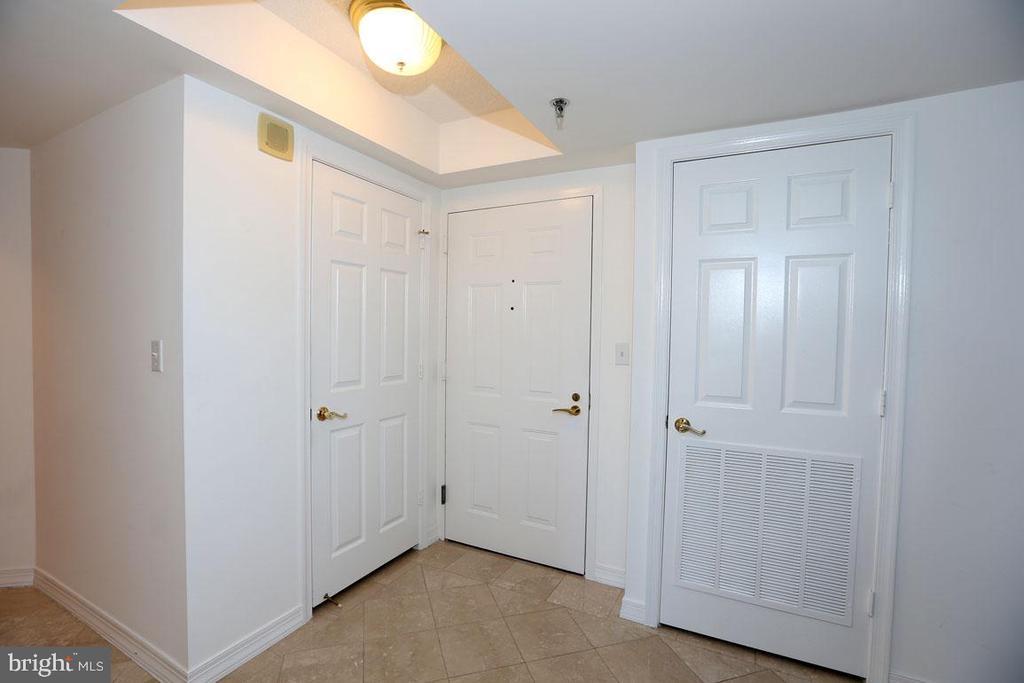 Marble Foyer/Guest Closet - 5809 NICHOLSON LN #201, NORTH BETHESDA