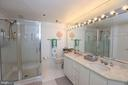 Soaking /jetted tub. Glass Surround Shower. - 5809 NICHOLSON LN #201, NORTH BETHESDA