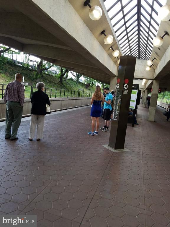 Across the street from White Flint Metro!!! - 5809 NICHOLSON LN #201, NORTH BETHESDA