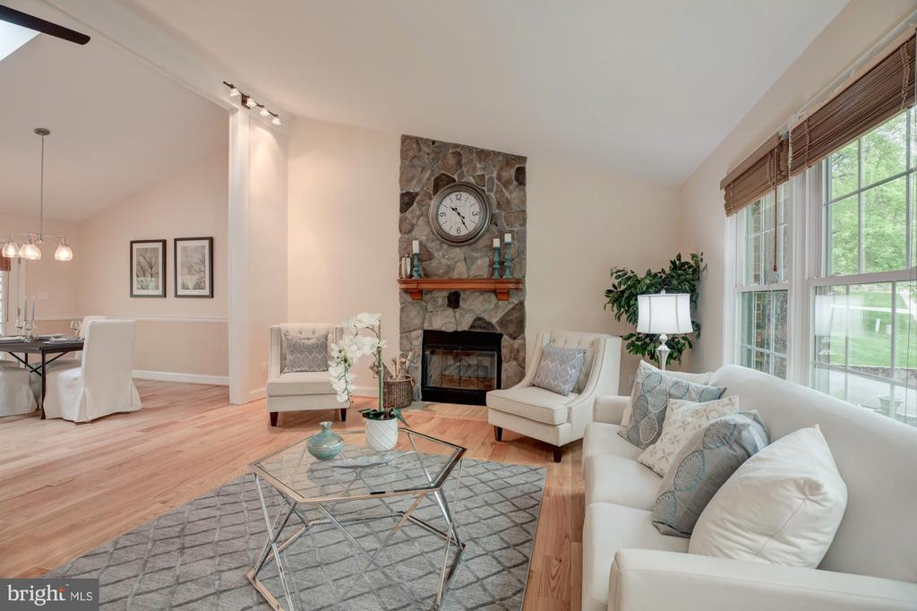 Living room with fireplace - 9327 TOVITO DR, FAIRFAX