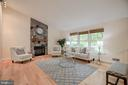 Light and airy living room - 9327 TOVITO DR, FAIRFAX