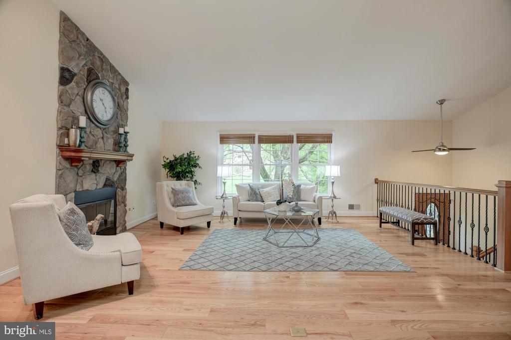 Living room with large windows - 9327 TOVITO DR, FAIRFAX
