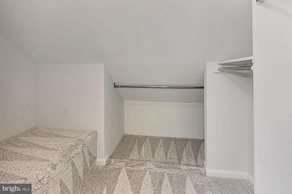 Large closet - 4502 MULLEN LN, ANNANDALE