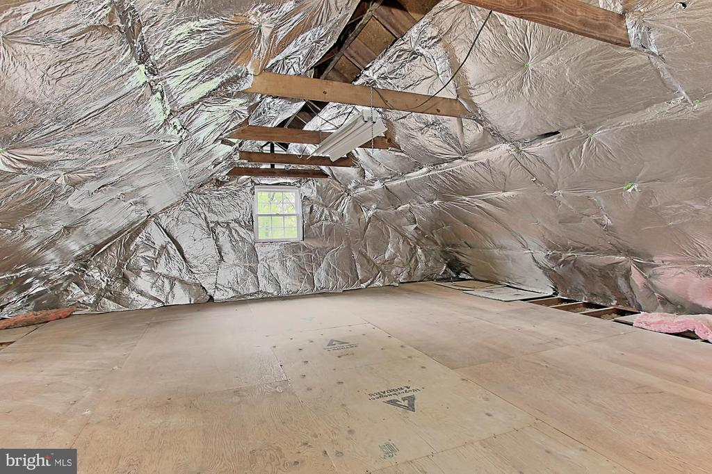 Walk in attic -- could easily become game room - 4502 MULLEN LN, ANNANDALE