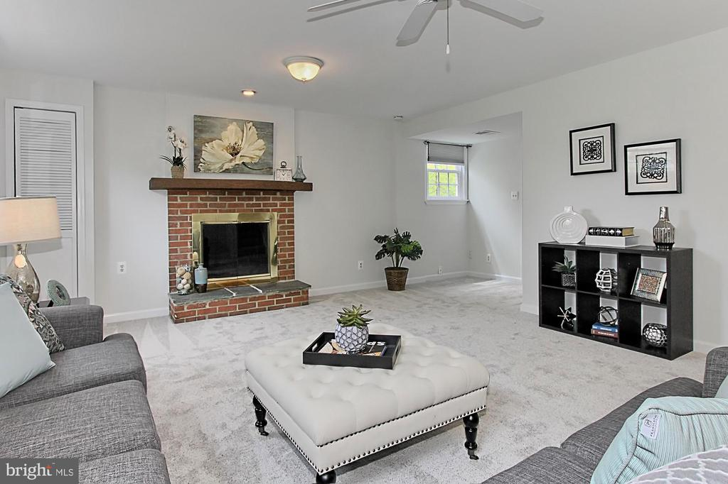 Wood burning fireplace - 4502 MULLEN LN, ANNANDALE