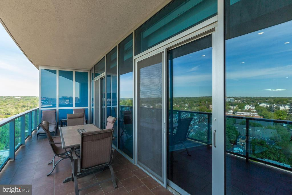 Large Tiled Terrace with River Views - 1881 N NASH ST #1902, ARLINGTON