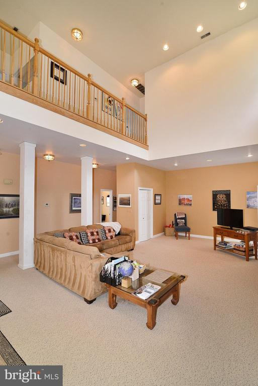 2 Story Great Room - 6515 MILLER DR, ALEXANDRIA