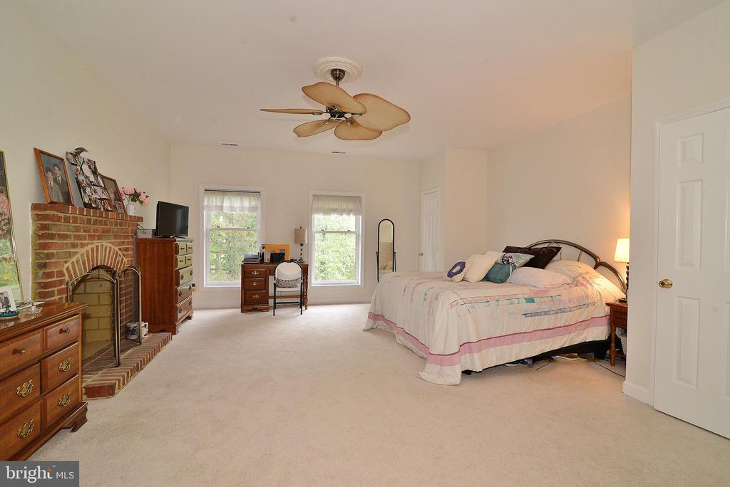 Master Bedroom w/ Fireplace - 6515 MILLER DR, ALEXANDRIA