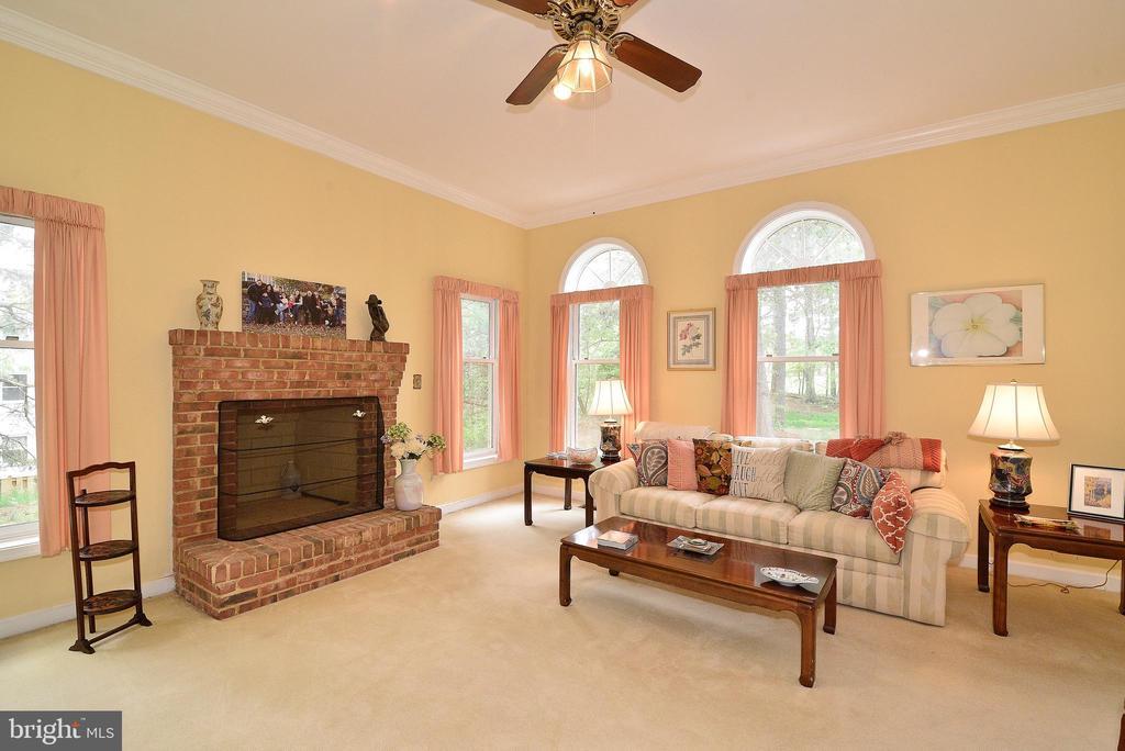 Living Room - 6515 MILLER DR, ALEXANDRIA