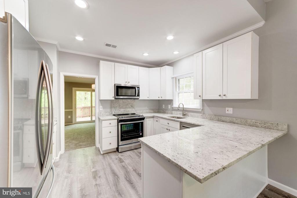 SS Appliances, Granite counter, 42