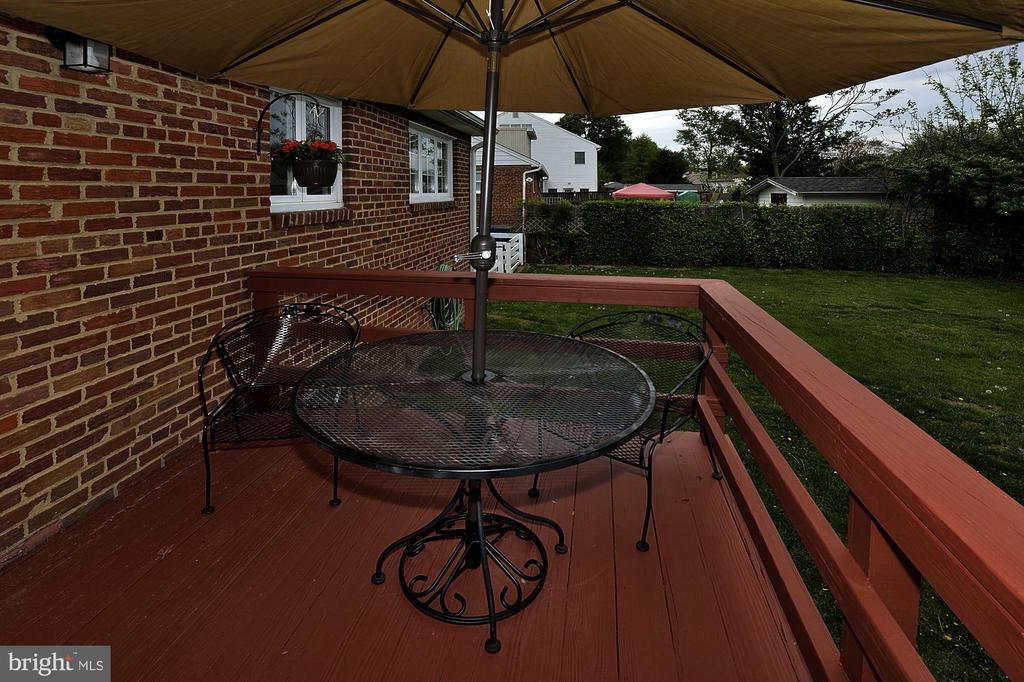 deck area - 6011 GRAYSON ST, SPRINGFIELD