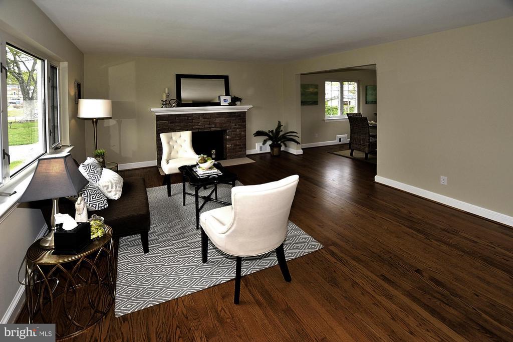 Living Room 4th - 6011 GRAYSON ST, SPRINGFIELD