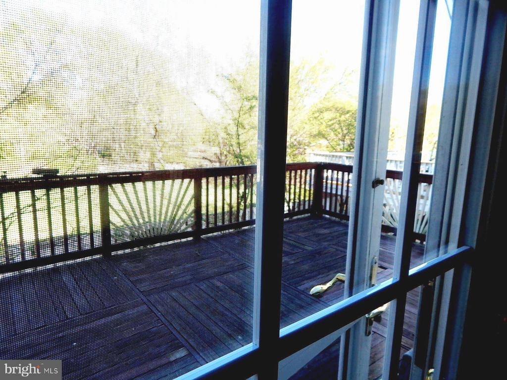 Deck off of Kitchen - 4223 SONIA CT, ALEXANDRIA