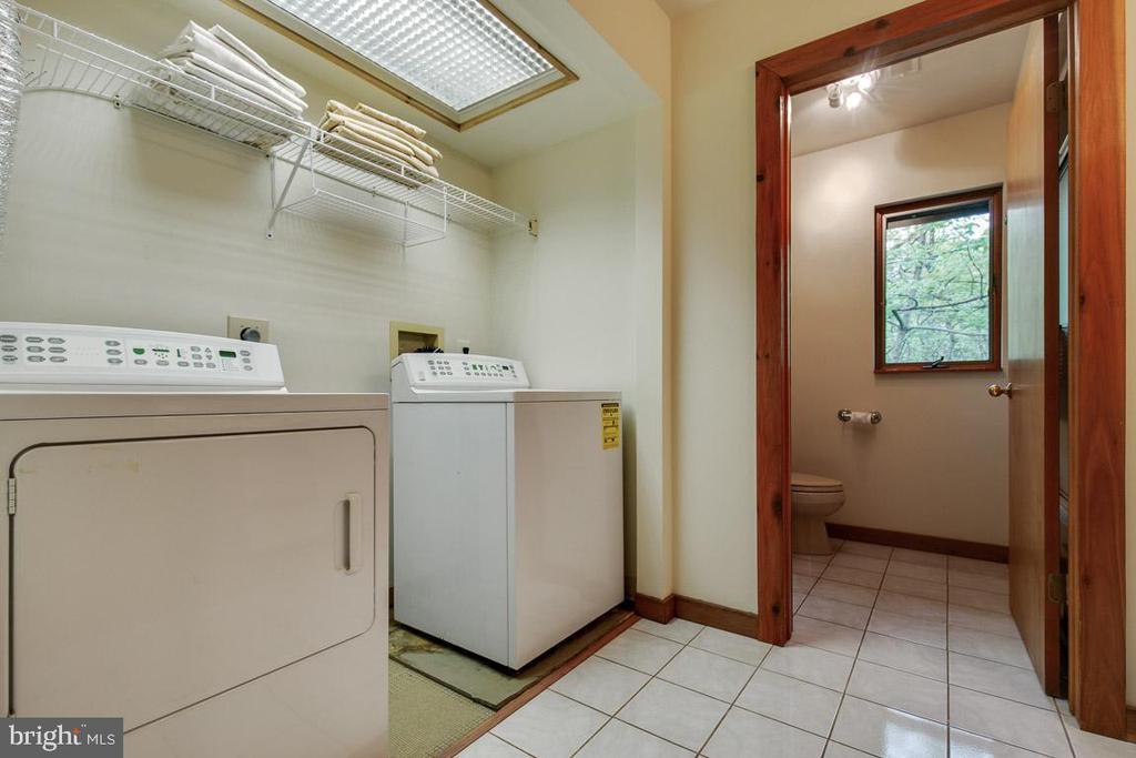 Laundry on upper level - 11220 HANDLEBAR RD, RESTON