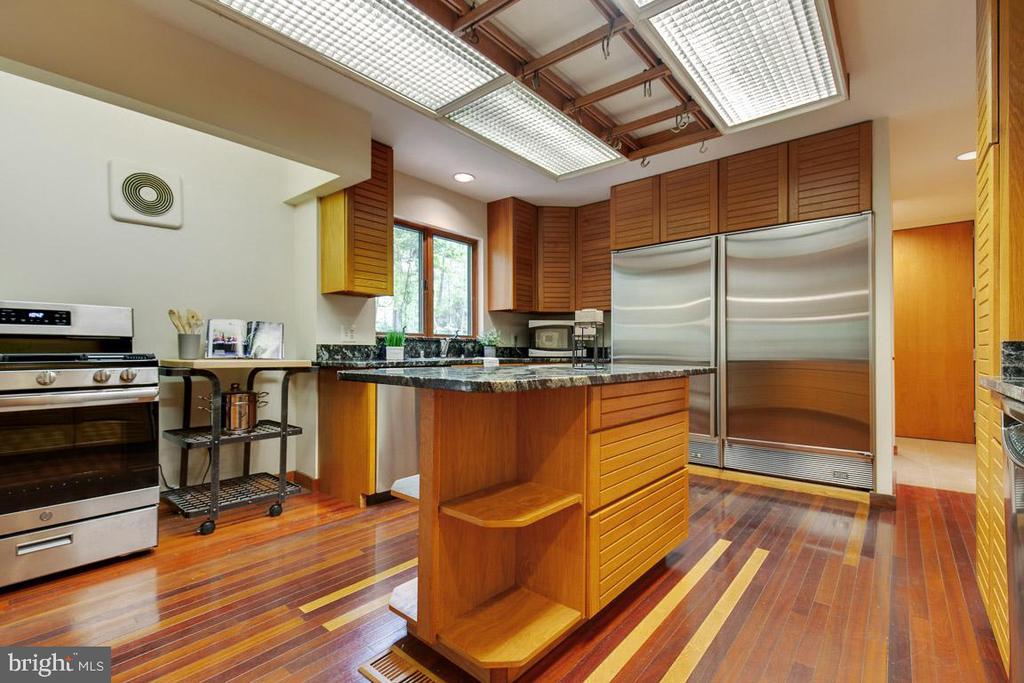 2 pantries, garage and 1/2 bath off kitchen - 11220 HANDLEBAR RD, RESTON