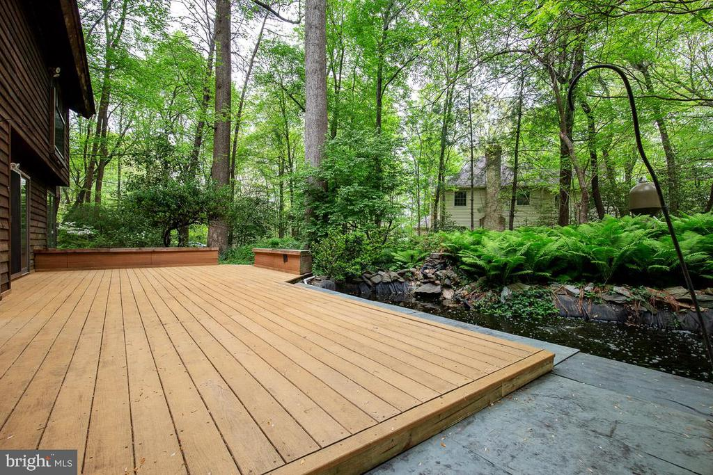 Composite deck in rear overlooking coi pond - 11220 HANDLEBAR RD, RESTON