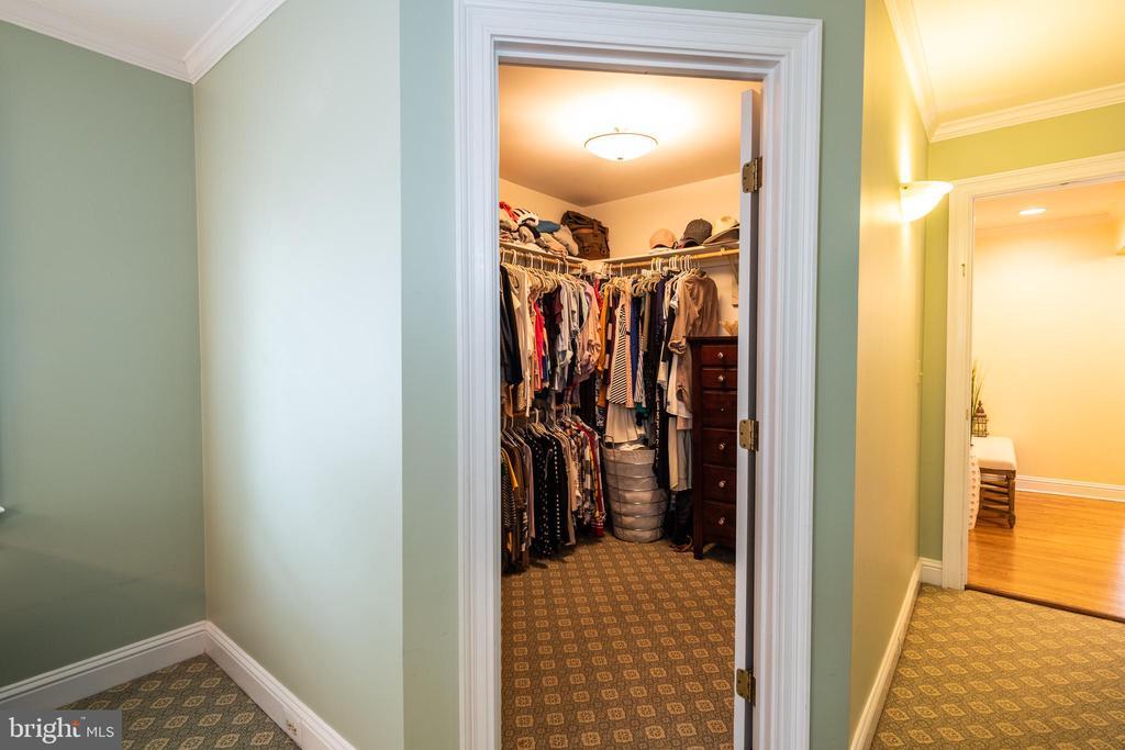 Dual walk-in closets. - 16 CORNWALL ST NE, LEESBURG