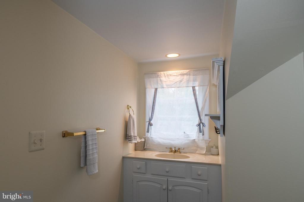 3rd full bath. - 16 CORNWALL ST NE, LEESBURG