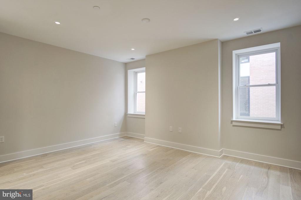 Large living area - 1745 N ST NW #312, WASHINGTON