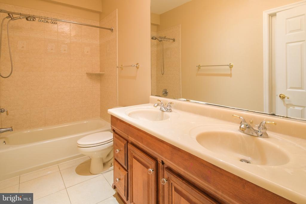 Lower Level Full Bath - 7819 GAMBRILL WOODS WAY, SPRINGFIELD