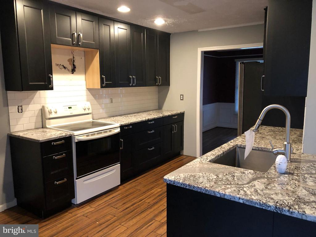Granite Countertops! - 11810 HICKORY CREEK DR, FREDERICKSBURG