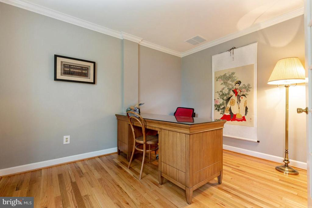 Main level office with built-in bookshelves - 12904 CHALKSTONE CT, FAIRFAX