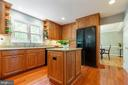 Maple cabinetry and Silestone counters - 12904 CHALKSTONE CT, FAIRFAX