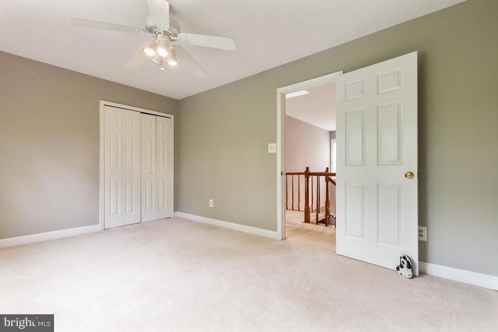 Bedroom 4 spacious and versatile - 12904 CHALKSTONE CT, FAIRFAX