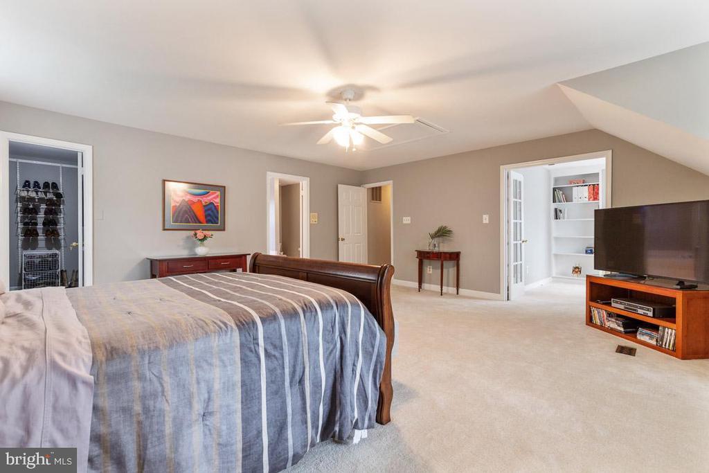 Two walk-in closets offer abundant storage. - 12904 CHALKSTONE CT, FAIRFAX