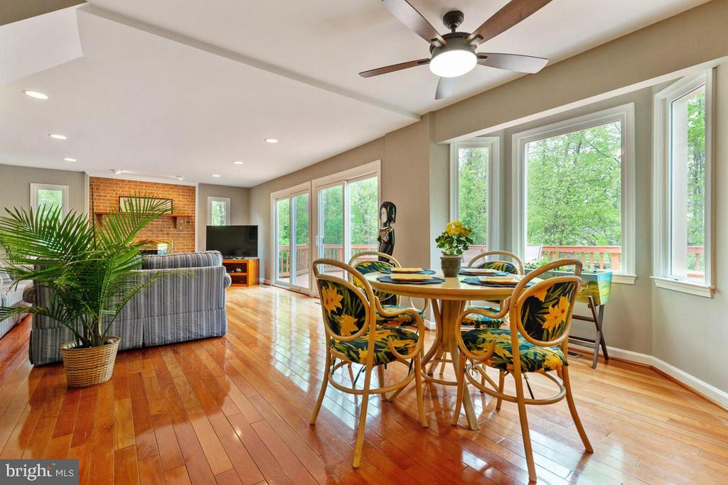 Picture windows and sliders bring nature inside - 12904 CHALKSTONE CT, FAIRFAX