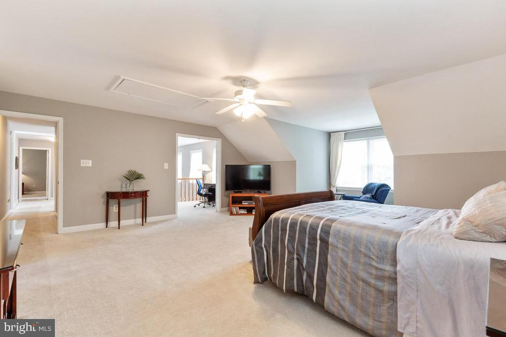 Second office off master bedroom - 12904 CHALKSTONE CT, FAIRFAX