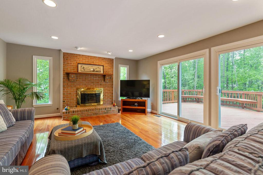 Gas fireplace centers the room - 12904 CHALKSTONE CT, FAIRFAX