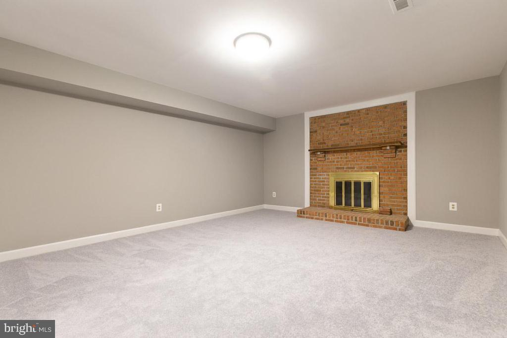 Lower level den with fireplace - 12904 CHALKSTONE CT, FAIRFAX