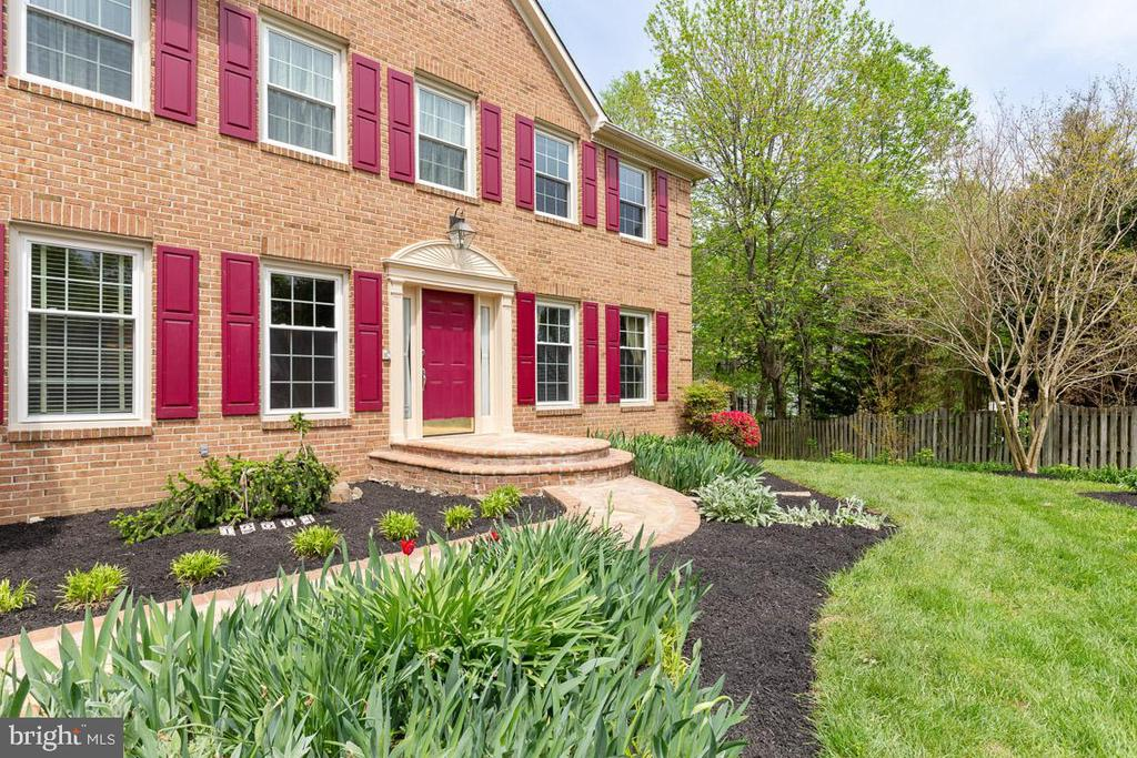 Gorgeous landscaping and slate, brick walk way - 12904 CHALKSTONE CT, FAIRFAX