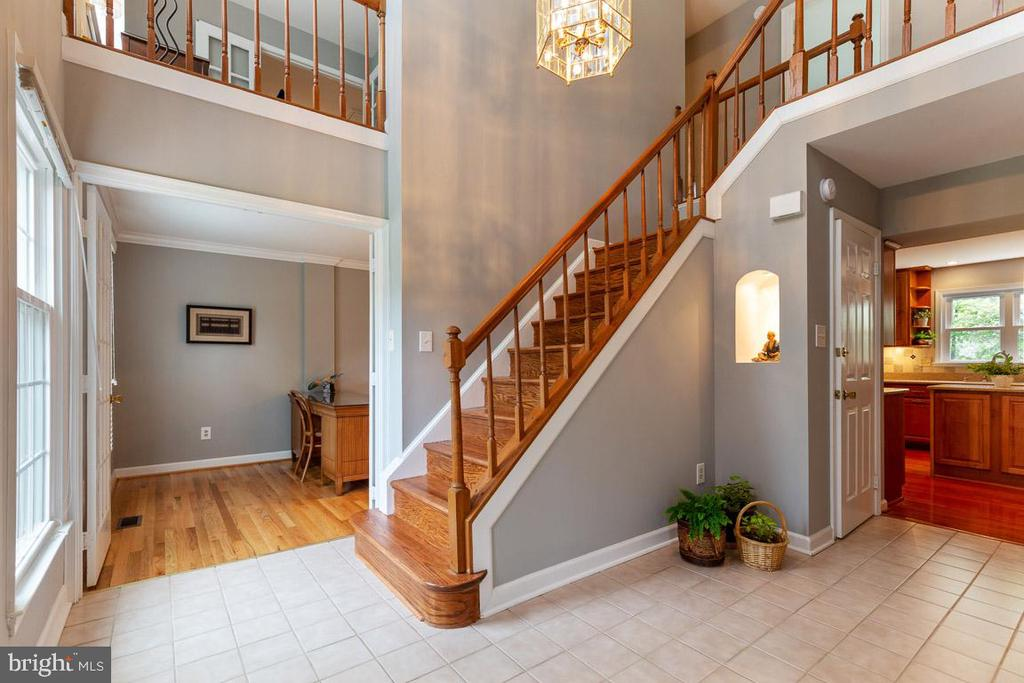 The grand staircase gives an impressive entrance - 12904 CHALKSTONE CT, FAIRFAX