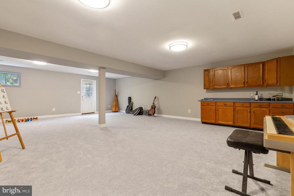 Walk up stairs to back yard - 12904 CHALKSTONE CT, FAIRFAX