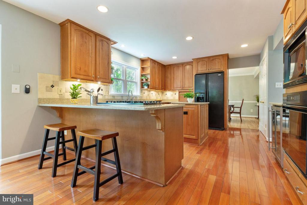 Recessed and under cabinet lighting - 12904 CHALKSTONE CT, FAIRFAX