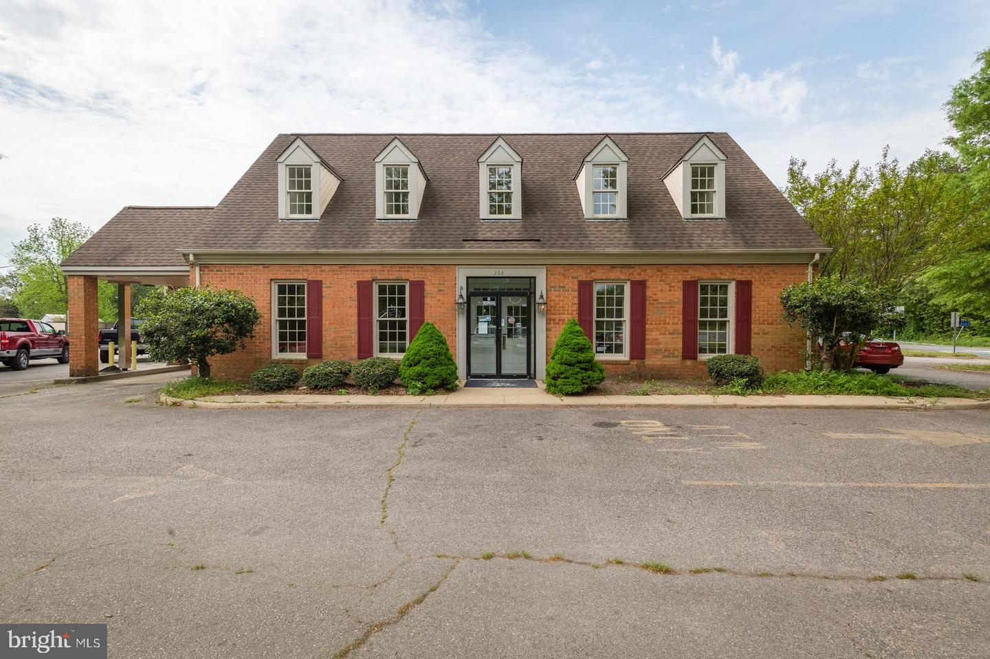 Commercial for Sale at 268 N Main St Bowling Green, Virginia 22427 United States