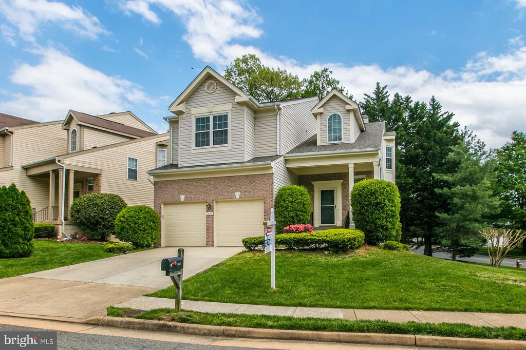Corner lot with beautiful curb appeal. - 5429 CASTLE BAR LN, ALEXANDRIA