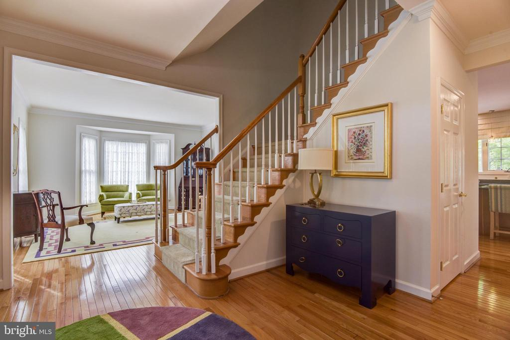 Gracious entry foyer - 7428 SPRING SUMMIT RD, SPRINGFIELD