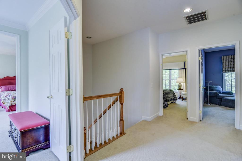 Open area at the top of the stairs - 7428 SPRING SUMMIT RD, SPRINGFIELD