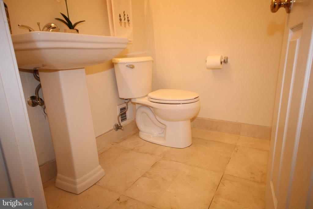 Beautiful marble floor in new powder room - 612 KRISTIN CT SE, LEESBURG