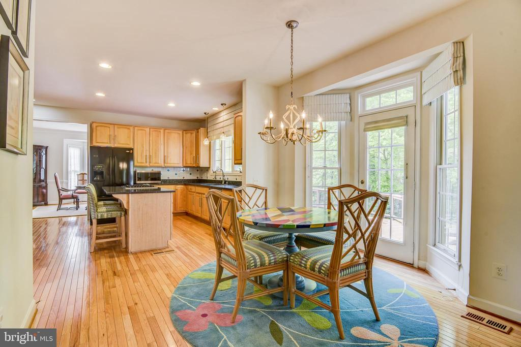 Spacious breakfast area with access to the deck - 7428 SPRING SUMMIT RD, SPRINGFIELD