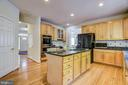 Plenty of space to cook & chat & gather - 7428 SPRING SUMMIT RD, SPRINGFIELD