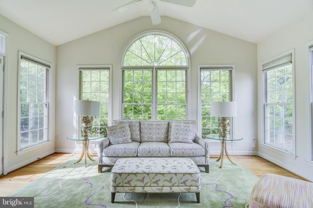 Cathedral ceiling &  ceiling fan in the sunroom - 7428 SPRING SUMMIT RD, SPRINGFIELD