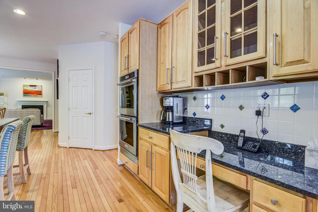 This spacious kitchen has desk space too - 7428 SPRING SUMMIT RD, SPRINGFIELD