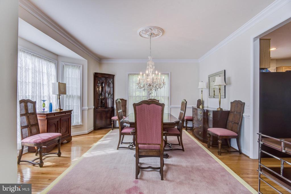 This dining room has plenty of room for any event - 7428 SPRING SUMMIT RD, SPRINGFIELD