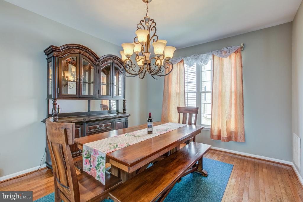 Separate dining room space. - 5429 CASTLE BAR LN, ALEXANDRIA